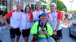 Glad Hampus med medlöare Mårten, Fredrik; Viktor och Kalle (saknas på bild: Roger)